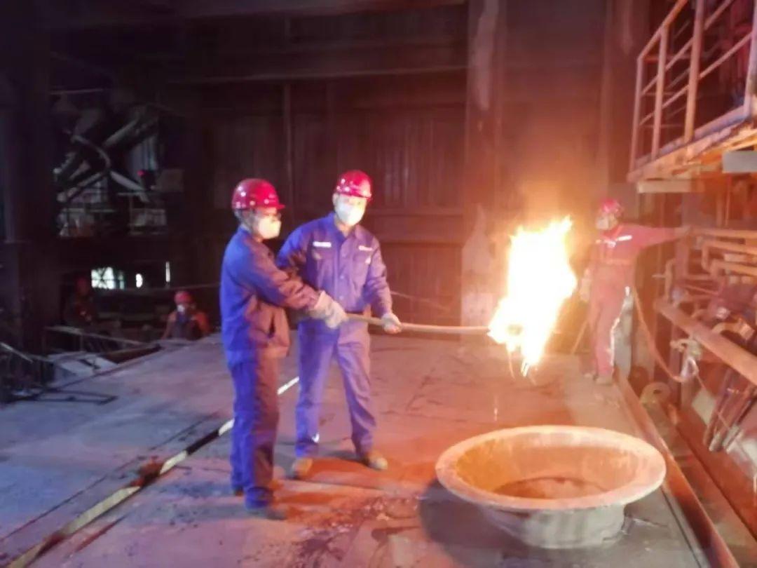新疆五鑫铜业熔炼厂圆满完成检修任务 顺利开车投产