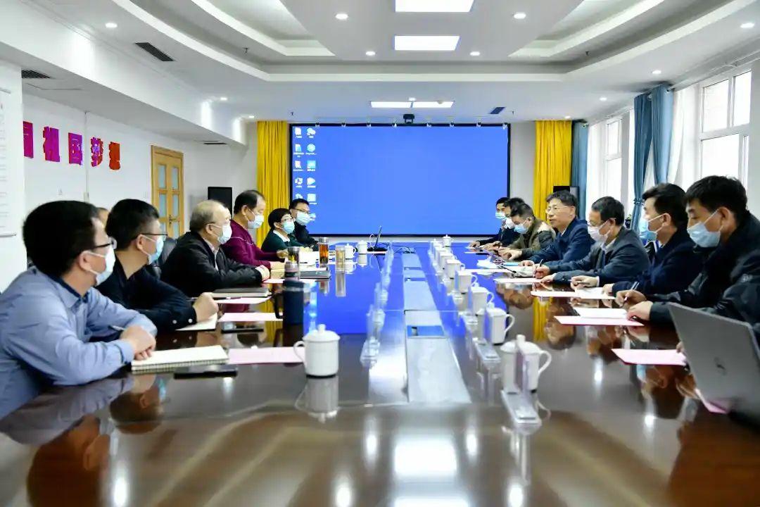 中国科学院院士郭烈锦一行来新疆有色集团进行座谈