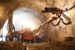 金川集团二矿区深部开采工程提前两年实现首层无假顶采矿