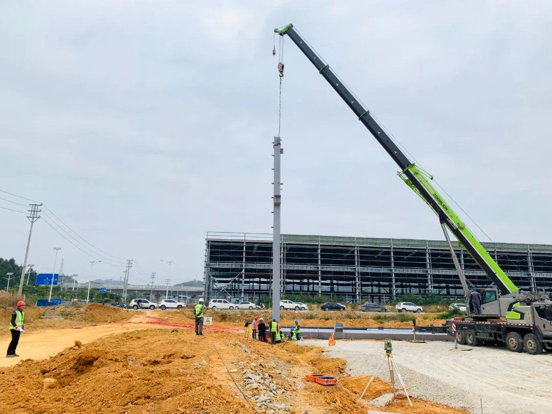 吉利百矿集团铝轮毂项目第一根钢柱顺利吊装完成