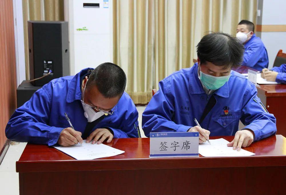 东兴铝业公司推行经理层任期制和契约化管理