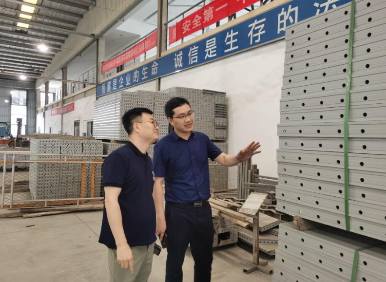 旗能电铝总经理彭德带队到中城佳宏铝模板公司考察交流