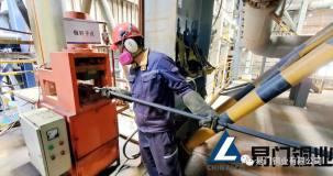易门铜业熔炼分厂学史力行为转炉工区投用自动锻钎机提效率