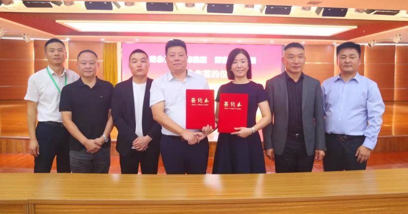 湖南金龍集團與湖北長江醫藥集團籤署戰略合作協議