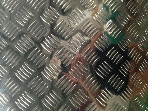5052五条筋花纹板